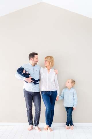 Photo de Famille, Toit Maison by Marry Belly Baby Photographe Créateur et Photographe Bébé sur Rouen
